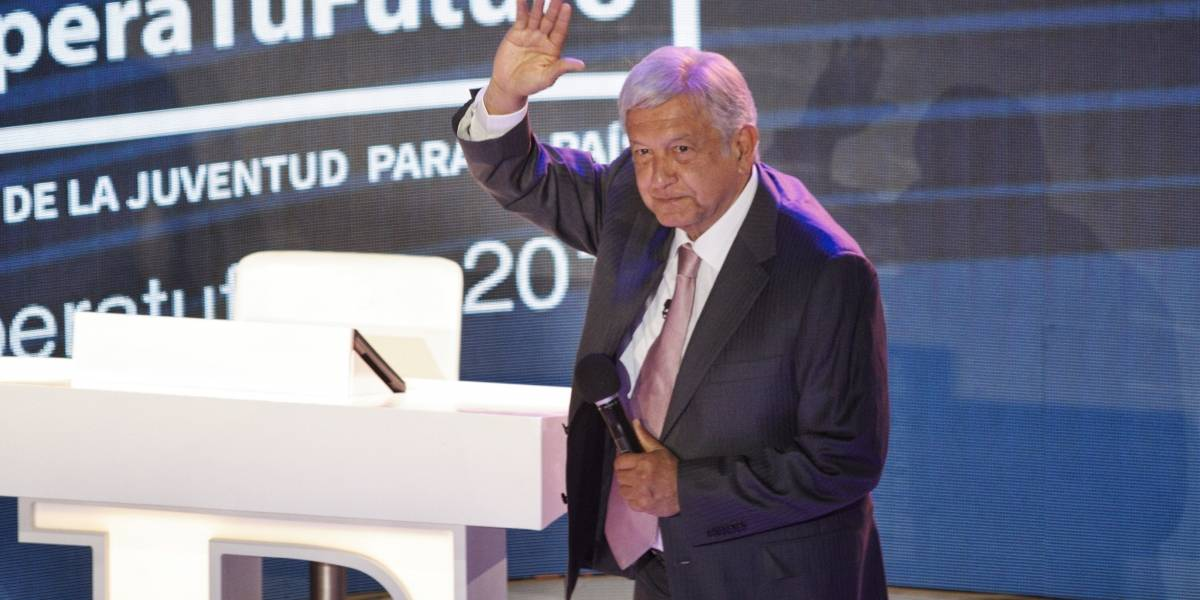 AMLO firma compromisos en pro de la juventud mexicana