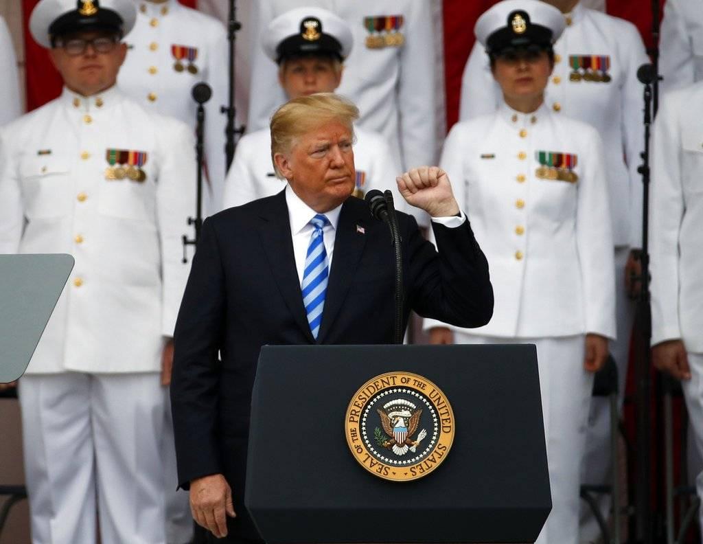 Donald Trump conmemora el Día de los Caídos