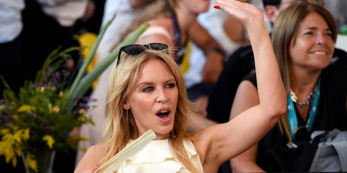 Kylie Minogue comemora aniversário de 50 anos com foto nua