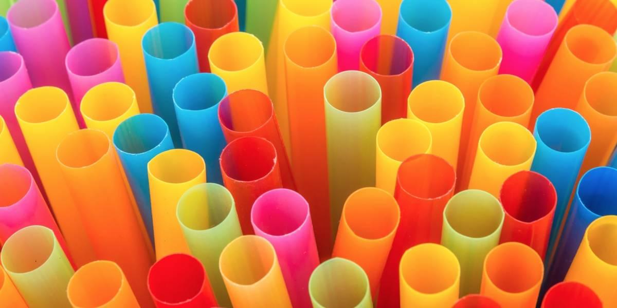 Guerra total contra el plástico: La UE busca prohibir cotonitos, bombillas, platos y cubiertos de dicho material para acabar con la contaminación