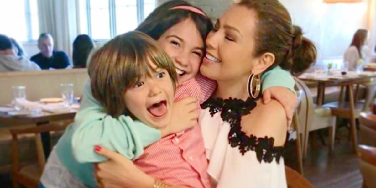 Video: Critican a hijo de Thalía por el comportamiento con su papá
