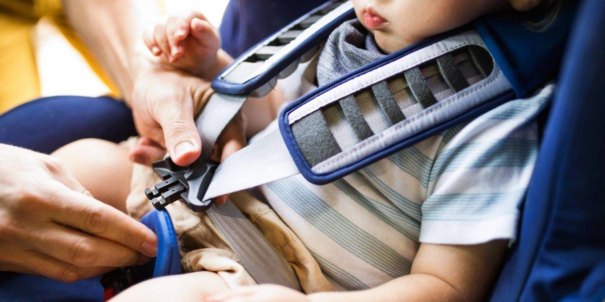 """""""El padre del año"""": bebé de un año muere tras ser olvidada por horas en asiento trasero del auto"""