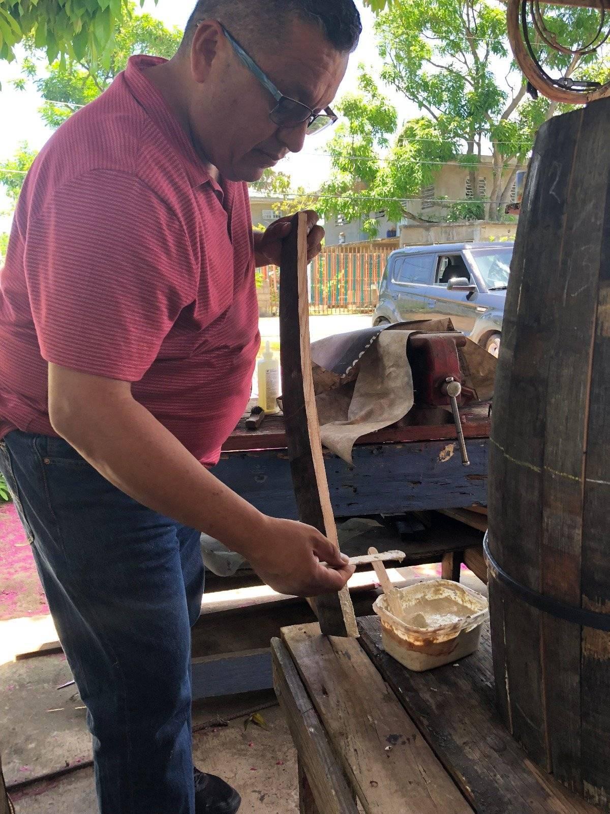 El P. Rocendo Herrera Rodríguez es el líder de la Parroquia del Espíritu Santo y San Patricio, localizada en el centro urbano en Loíza