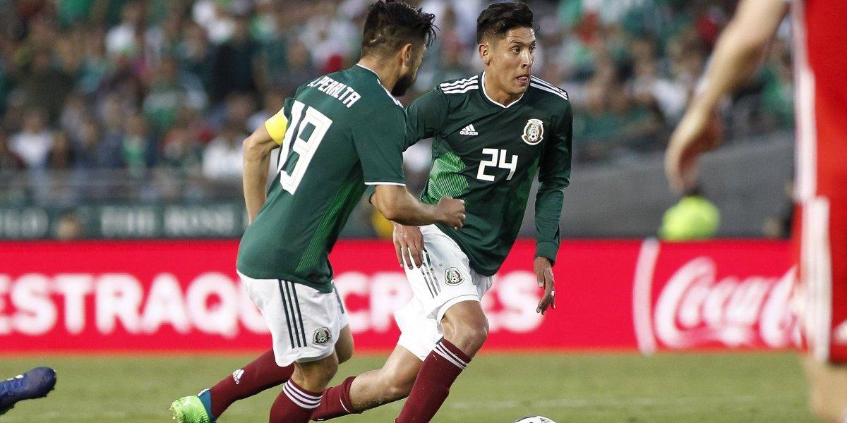 FOTO: Edson Álvarez muestra lesión que sufrió en partido ante Gales