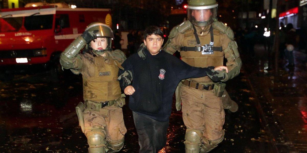 Mañana de disturbios en el centro de Santiago: Fuerzas Especiales y secundarios nuevamente se enfrentaron a las afueras del Instituto Nacional