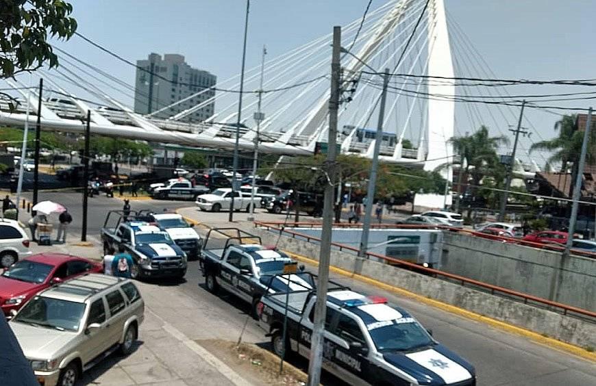 Balacera justo abajo del Puente Atirantado de Guadalajara