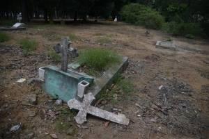 Algunas de las tumbas se ven abandonadas.