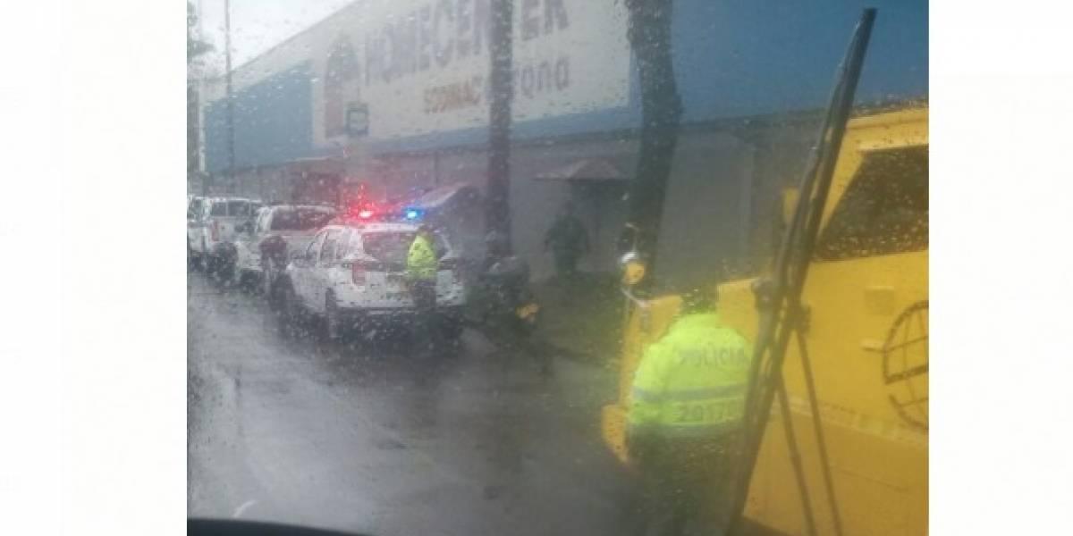 Ladrones en silla de ruedas y en bicicleta roban carro de valores en Bogotá