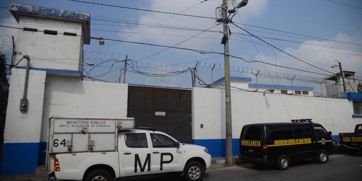 Autoridades activan bombas lacrimógenas porque internos de Gaviotas se oponen al operativo