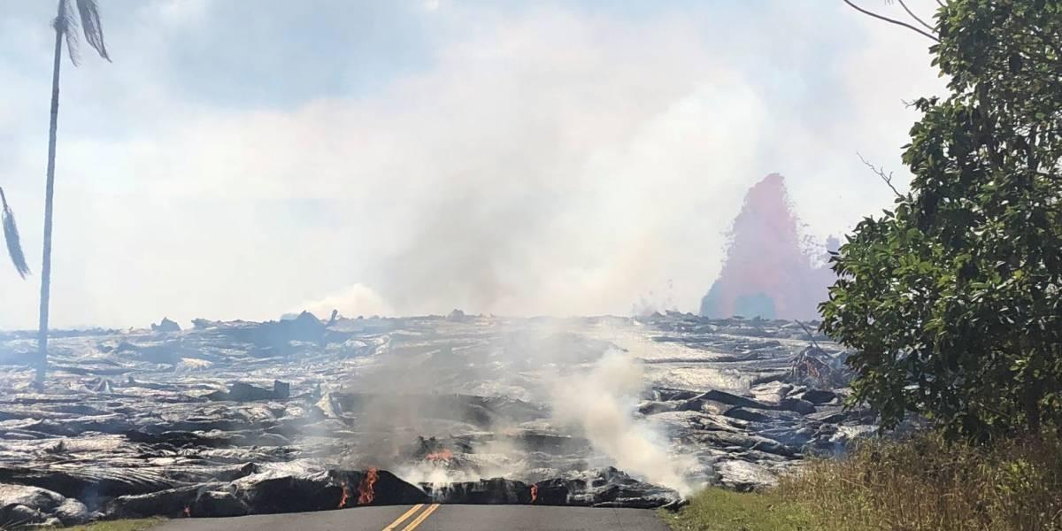 Tres ríos de lava del volcán Kilauea desembocan en el océano