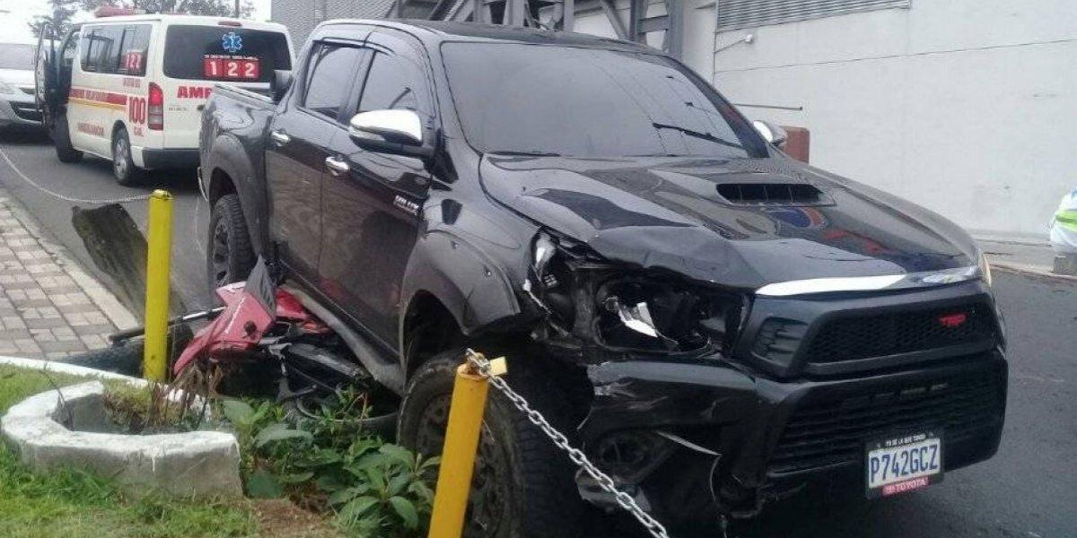 Conductor que atropelló a motorista en San Cristóbal huye de la escena