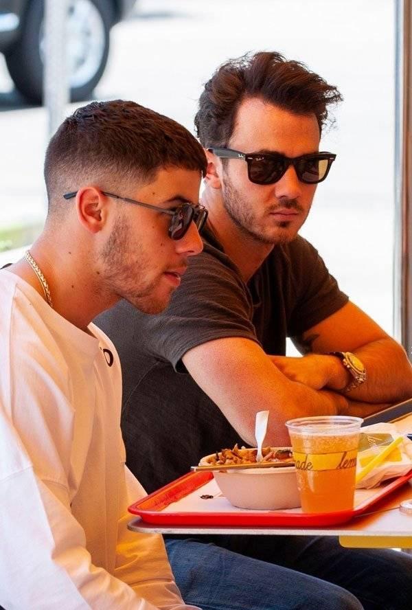 Nick Jonas Kevin Jonas