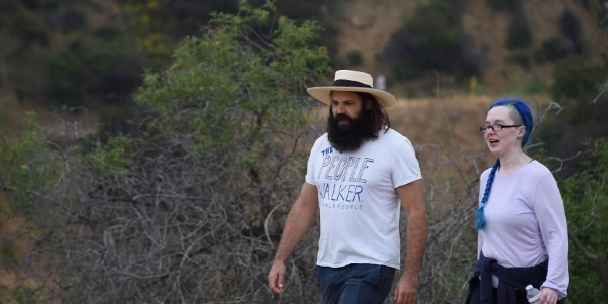 """VIDEO. """"Paseador de gente"""", conoce el servicio de caminatas por $30 la hora en Los Ángeles"""