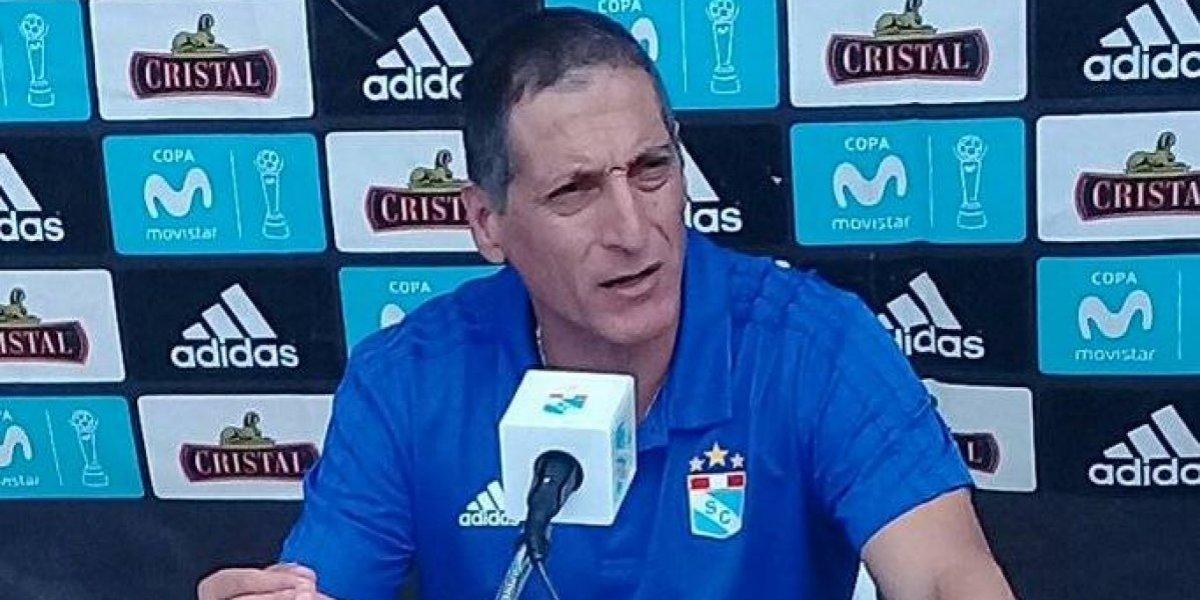 """No le tiembla la mano: Mario Salas """"cortó"""" a su goleador en Perú por faltarle el respeto"""