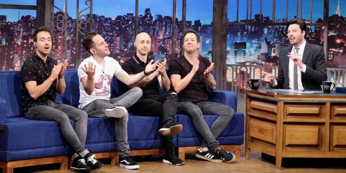 Danilo Gentili causa polêmica ao falar de 'mulheres gostosas' com banda Simple Plan