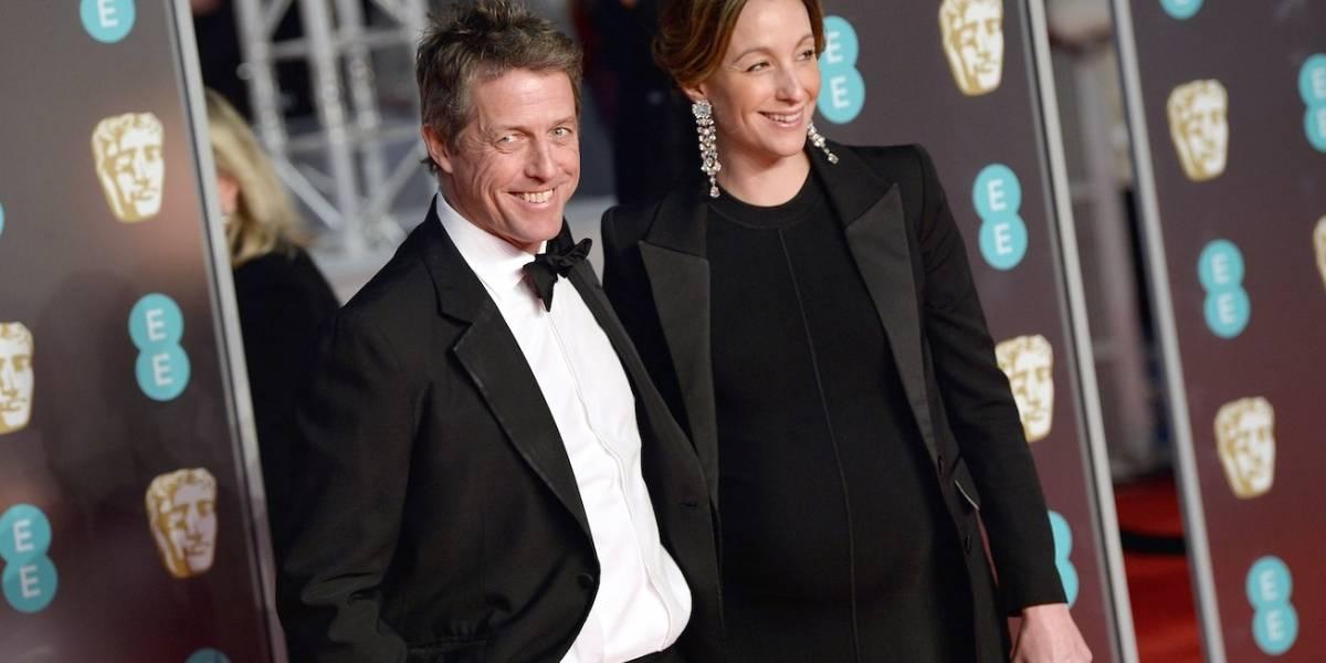 Aos 57 anos, Hugh Grant se casa pela 1ª vez