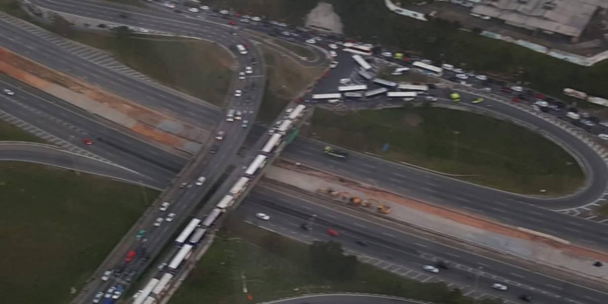 Tropa de Choque entra em confronto com caminhoneiros na Anchieta