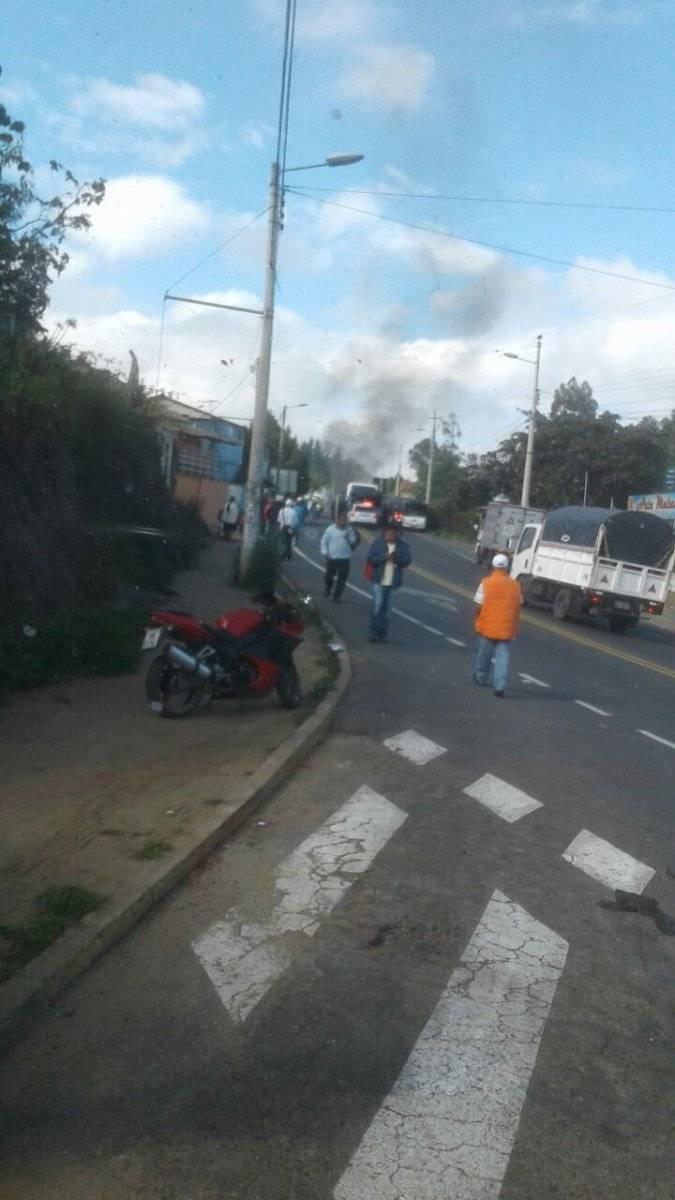 Cierre de vía en El Quinche debido a aglomeración de personas ECU 911