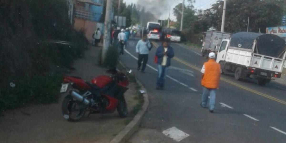 Cierre de vía en El Quinche debido a aglomeración de personas