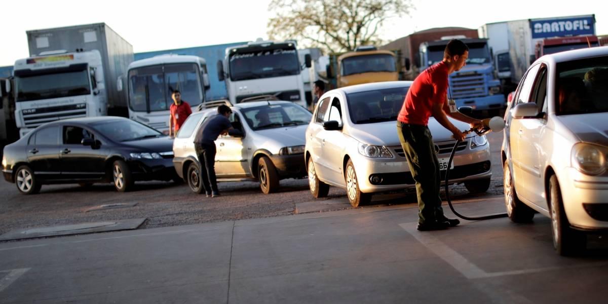 Greve dos caminhoneiros começa a perder força; mais postos recebem combustível