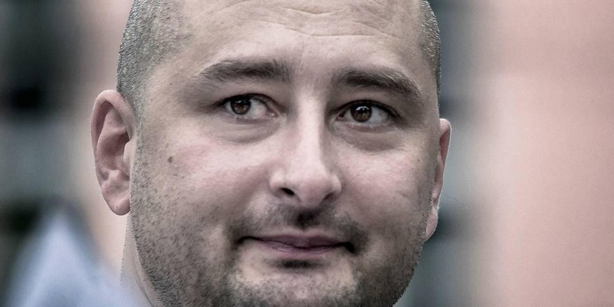 """Periodista ruso """"asesinado"""" en Ucrania reaparece en conferencia de prensa"""