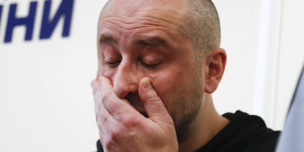 ¡Milagro! Periodista ruso supuestamente muerto aparece en la rueda de prensa en que anunciaban su fallecimiento