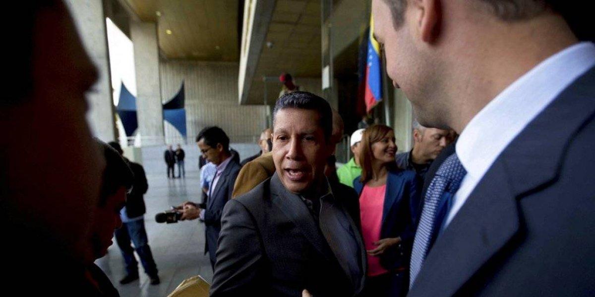 Candidato venezolano impugna elecciones presidenciales