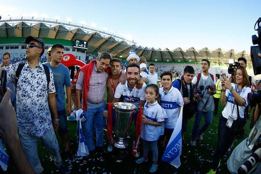 El Chiki celebrando la obtención del Apertura 2016-2017, la estrella 12 en la historia de la UC / Foto: Agencia UNO