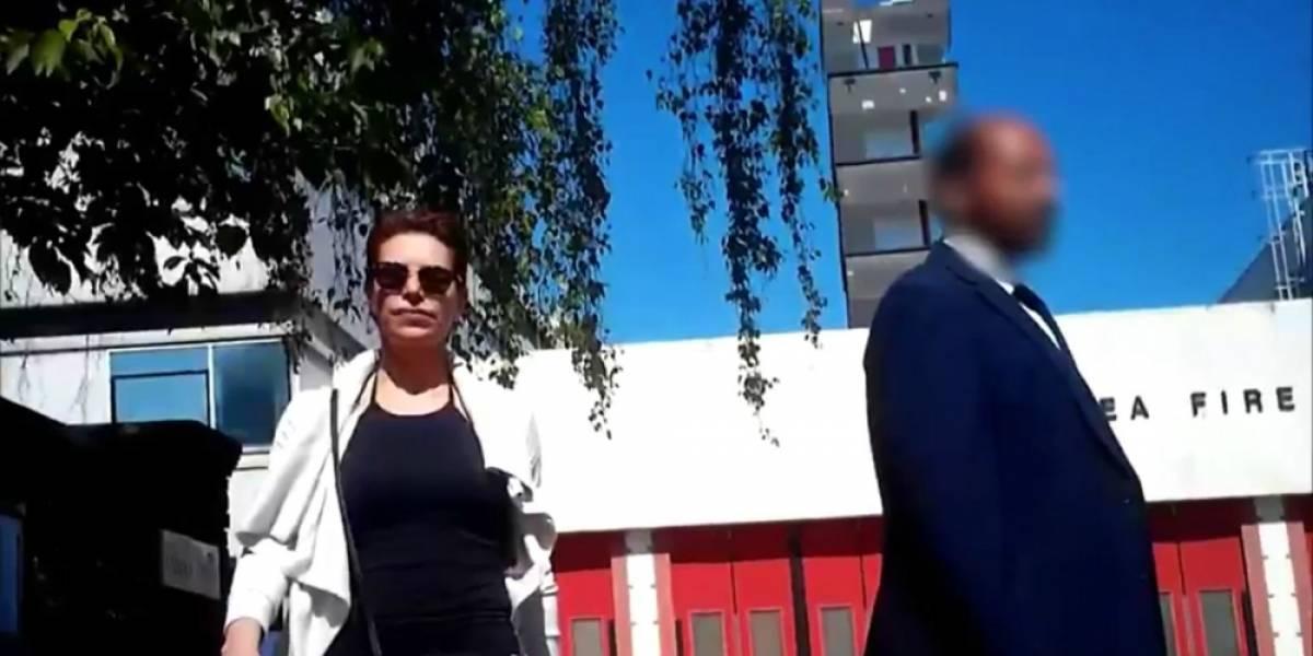 Karime Macías olvida a su hijo en la calle al escapar: VIDEO