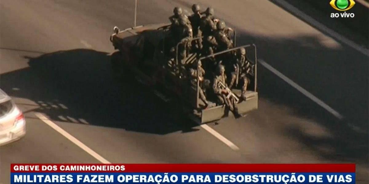 Militares fazem operação para desobstruir estradas em São Paulo