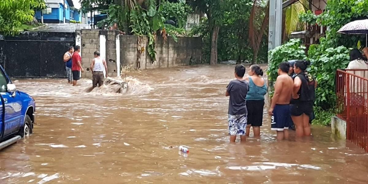 VIDEO. Inundaciones por fuertes lluvias en Retalhuleu