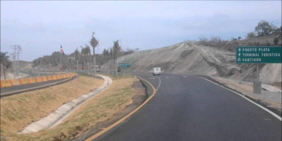 Mueren 2 personas y 15 resultan heridas en accidente en carretera Sosúa