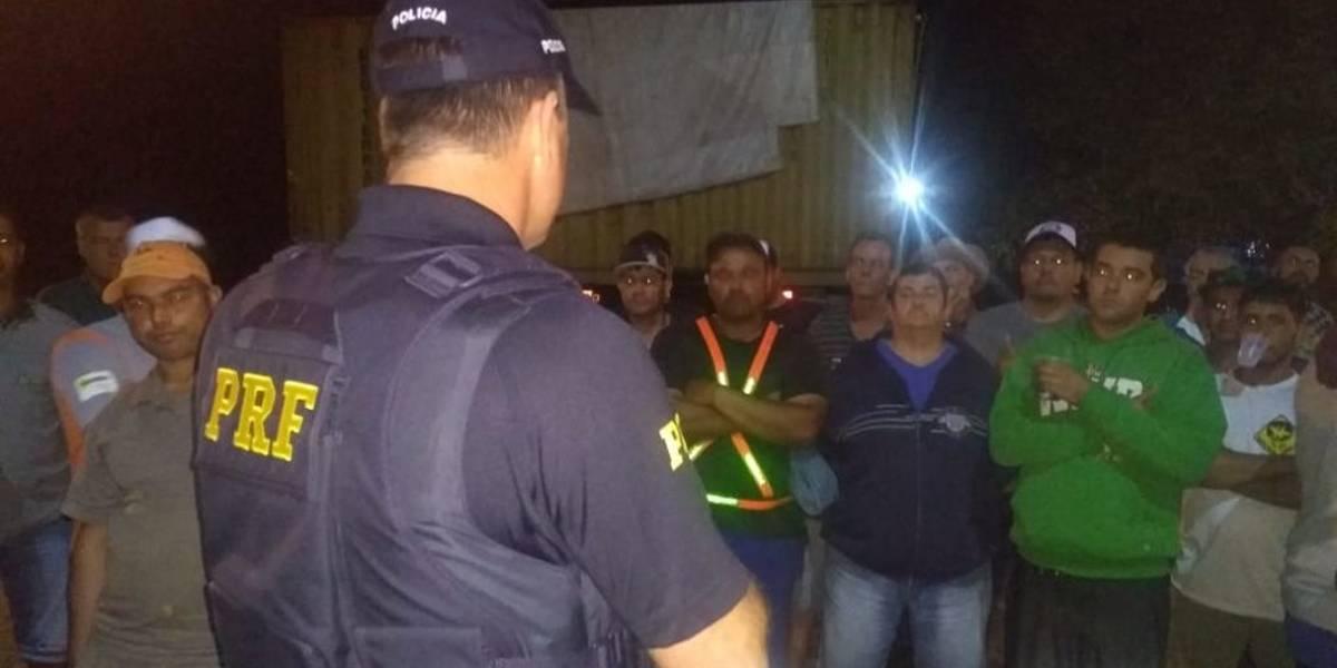 Caminhoneiro liberado de bloqueio desabafa: 'Estávamos desesperados'