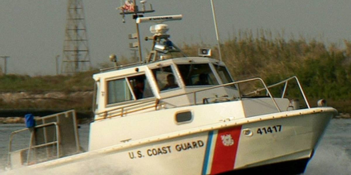 Detienen a cinco dominicanos ilegalmente en yola cerca de costa de Rincón