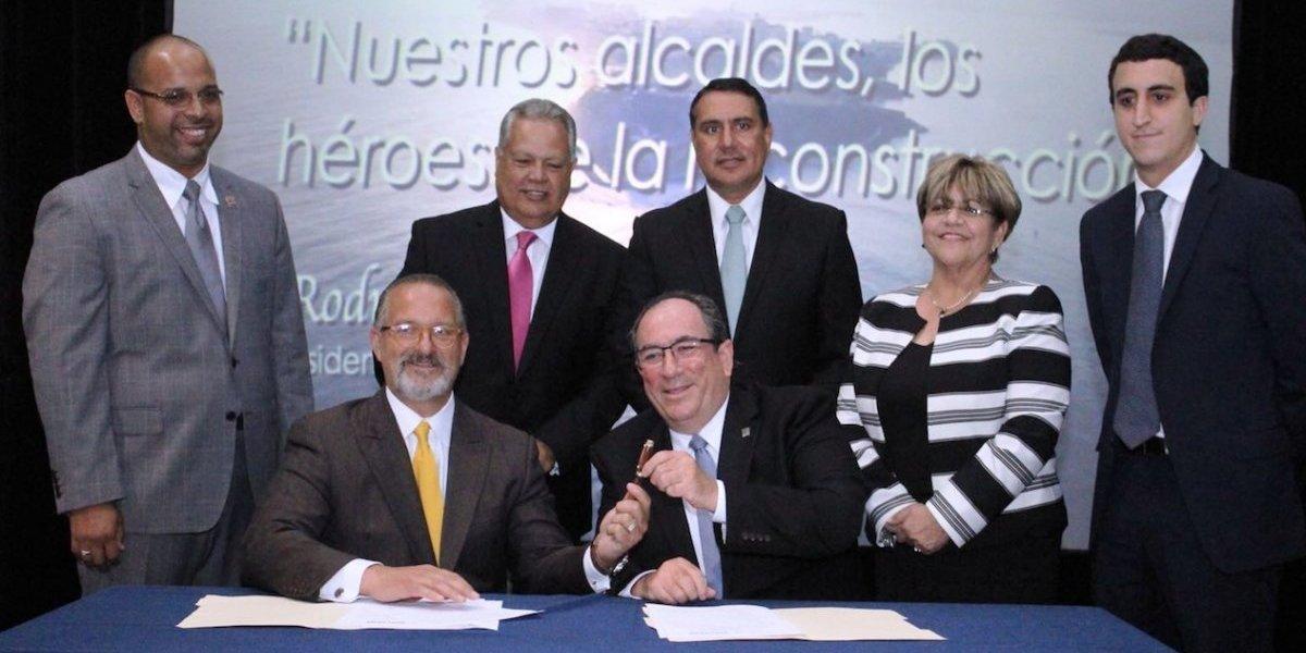 Reconocen a alcaldes de Comerío, San Lorenzo y Ponce por desempeño durante emergencia