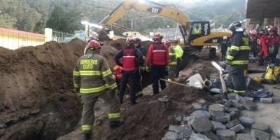 Quito: Obrero falleció por deslizamiento de tierra en el sector Jardines del Bosque