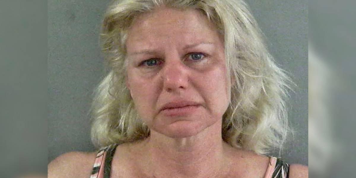 Fue sorprendida manejando ebria y amenazó a policías con orinarlos