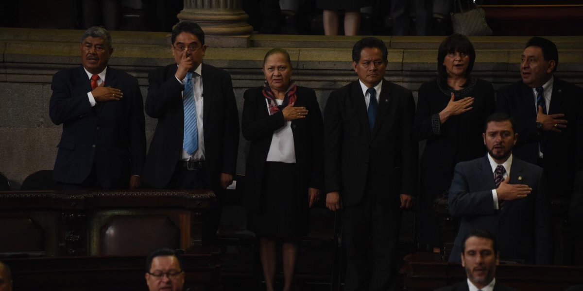 Diputados abuchean a Jordán Rodas, a su ingreso al Congreso