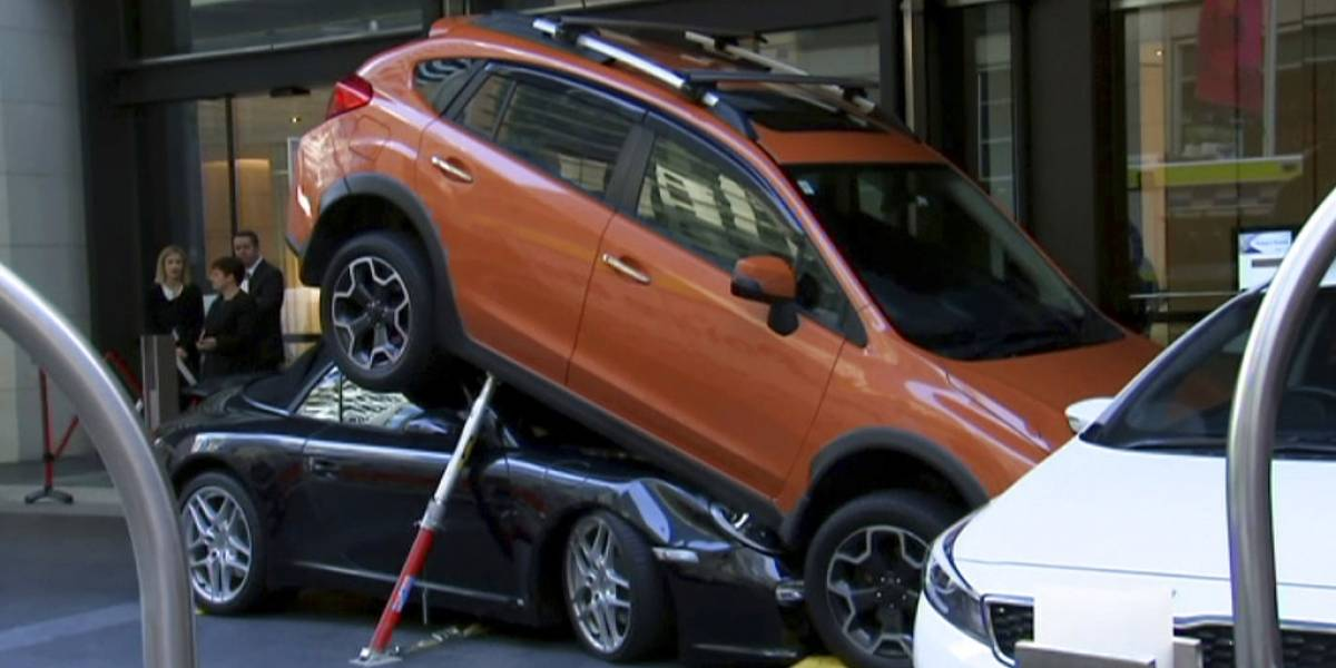Valet destruyó Porsche al estacionarlo — Epic fail