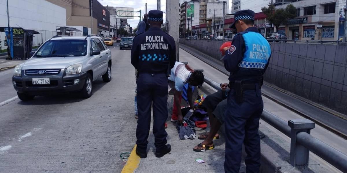 Quito: ¿Qué sucederá con los limpiaparabrisas que AMC ha retirado del espacio público?
