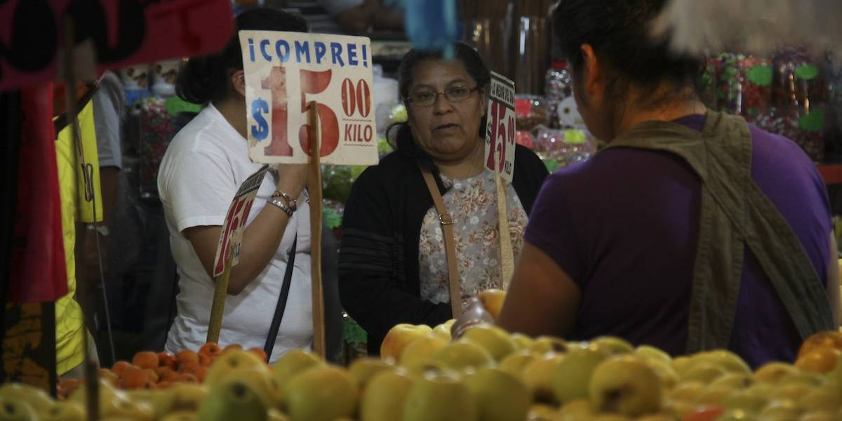 Guerra comercial con EU elevará precios de productos y al dólar
