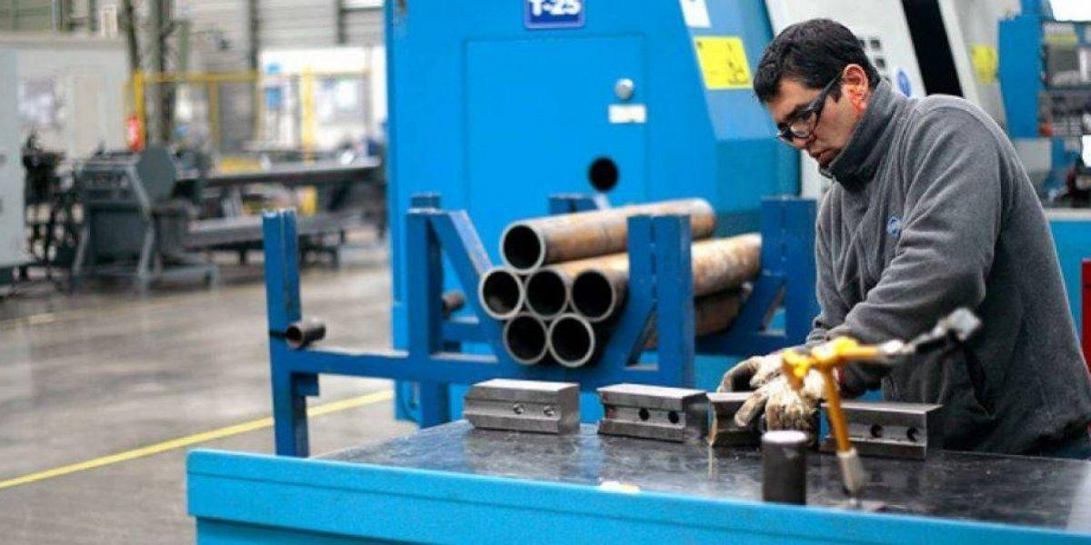 ¿Mejores perspectivas?: Producción industrial se recupera de caída de junio y crece 2,6% en julio