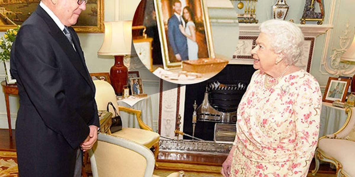 La Reina Isabel muestra retrato inédito de Harry y Meghan desde el Palacio de Buckingham