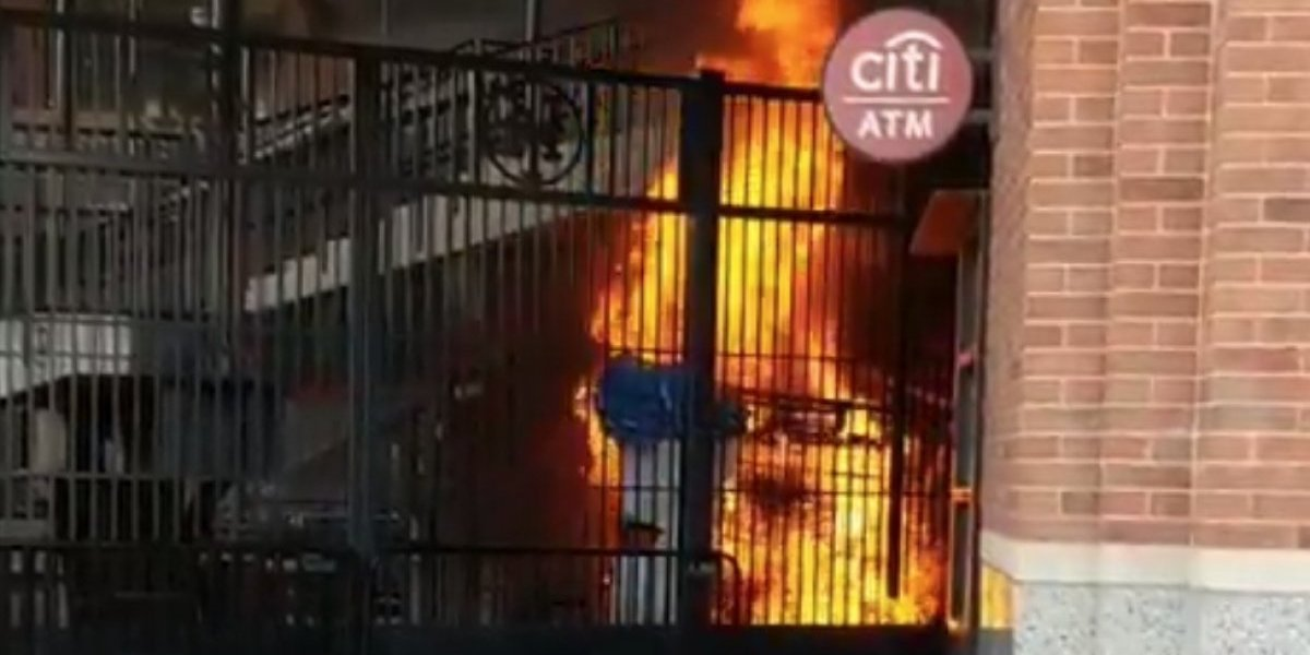 VIDEO: Estadio de béisbol sufre aparatoso incendio