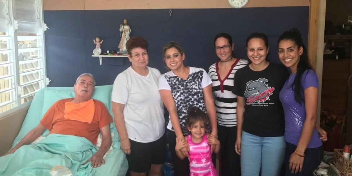 Primera dama visita a paciente encamado que lleva más de ocho meses sin luz