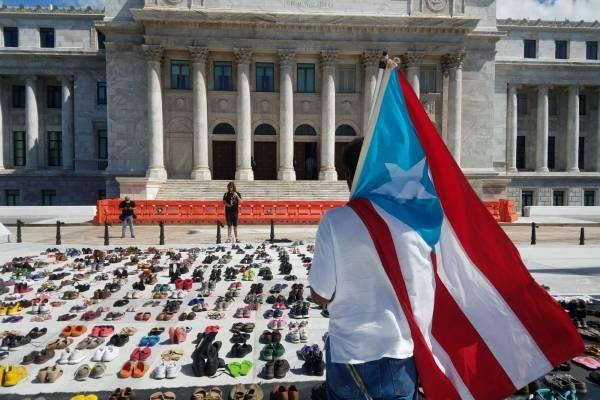 Zapatos de víctimas de huracán María