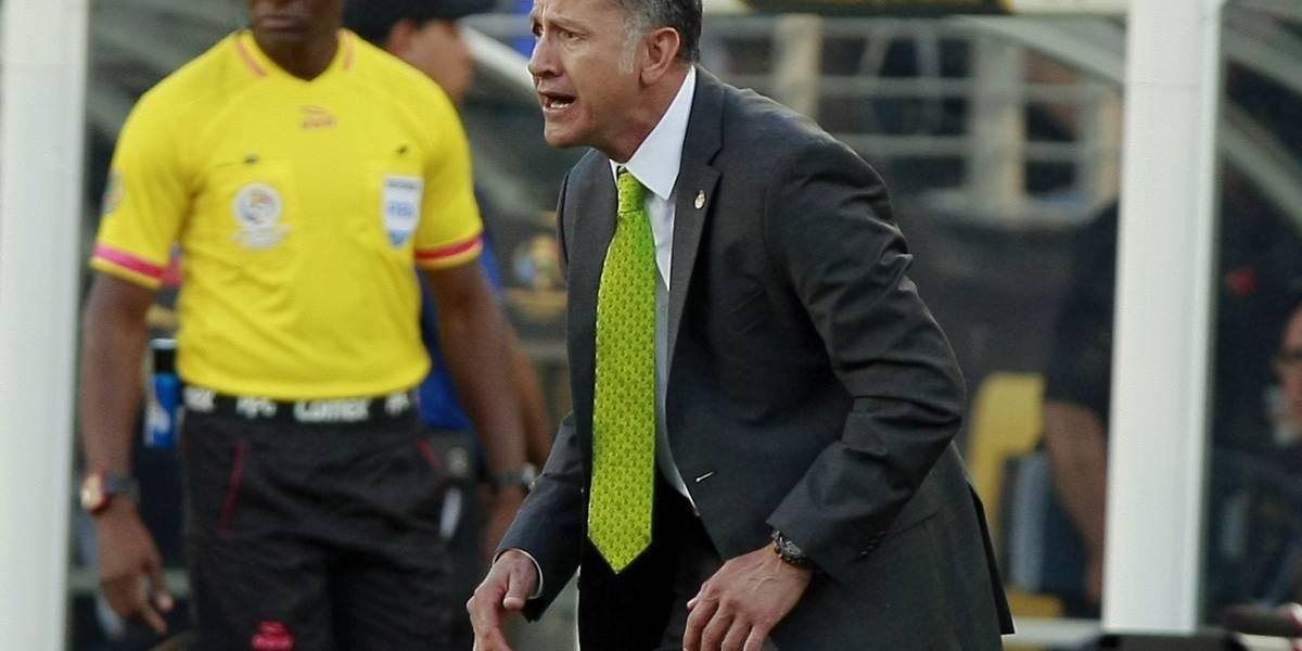 No confía ni en su propia sombra: el DT de México emula estilo de Guardiola