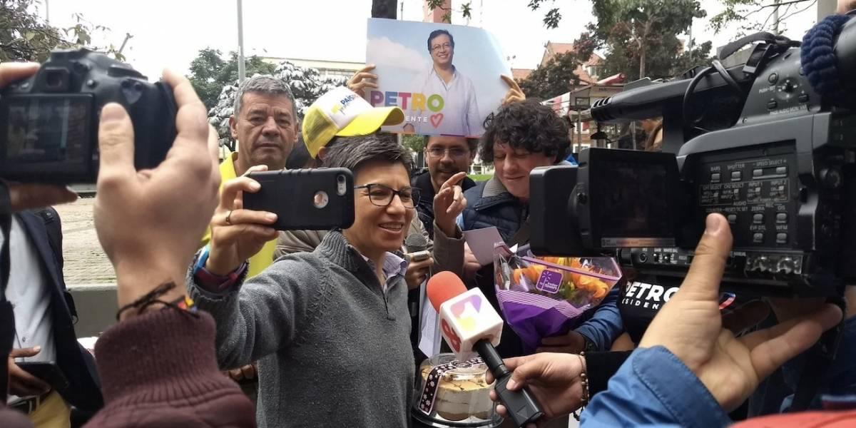 Con una serenata sorpresa jóvenes instan a Claudia López a votar por Petro
