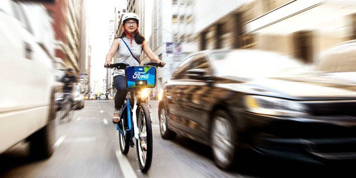 Cuatro consejos para manejar cuidando a los ciclistas