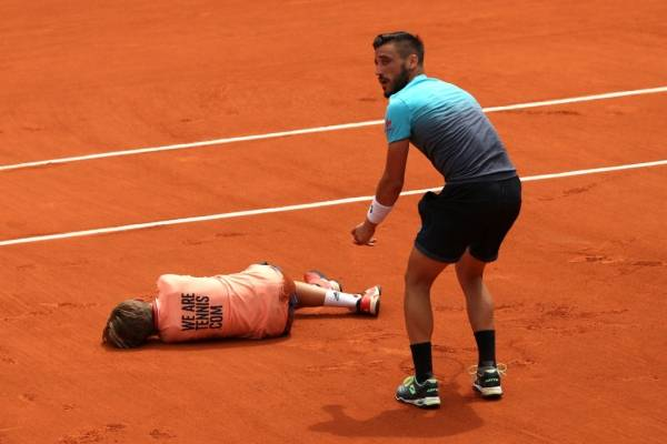 Jarry avanzó a octavos de final en el dobles de Roland Garros